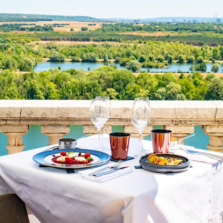 """Image d'illustration de l'offre """"Coffret Cadeau Rendez-vous gastronomique au Panoramique"""""""